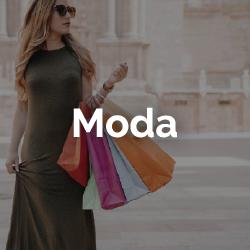 Shopping Yerba Buena, mujer sosteniendo bolsas en la calle